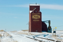 Sask Wheat Pool grain elevator at Viceroy, Saskatchewan